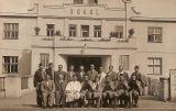 Výbor jednoty před dokončenou sokolovnou - r. 1938