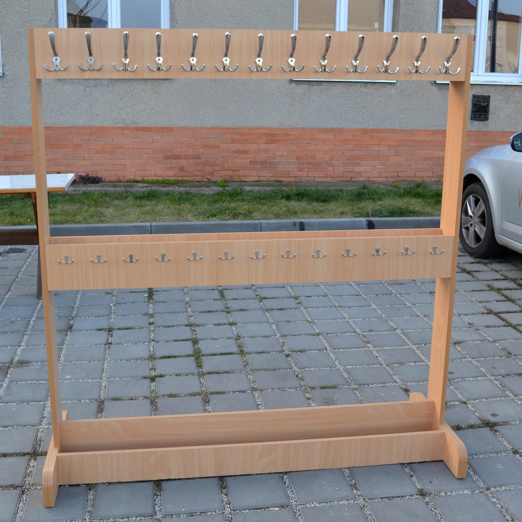 LUTES s. r. o. - prodej židlí, stolů a stojanů na oblečení
